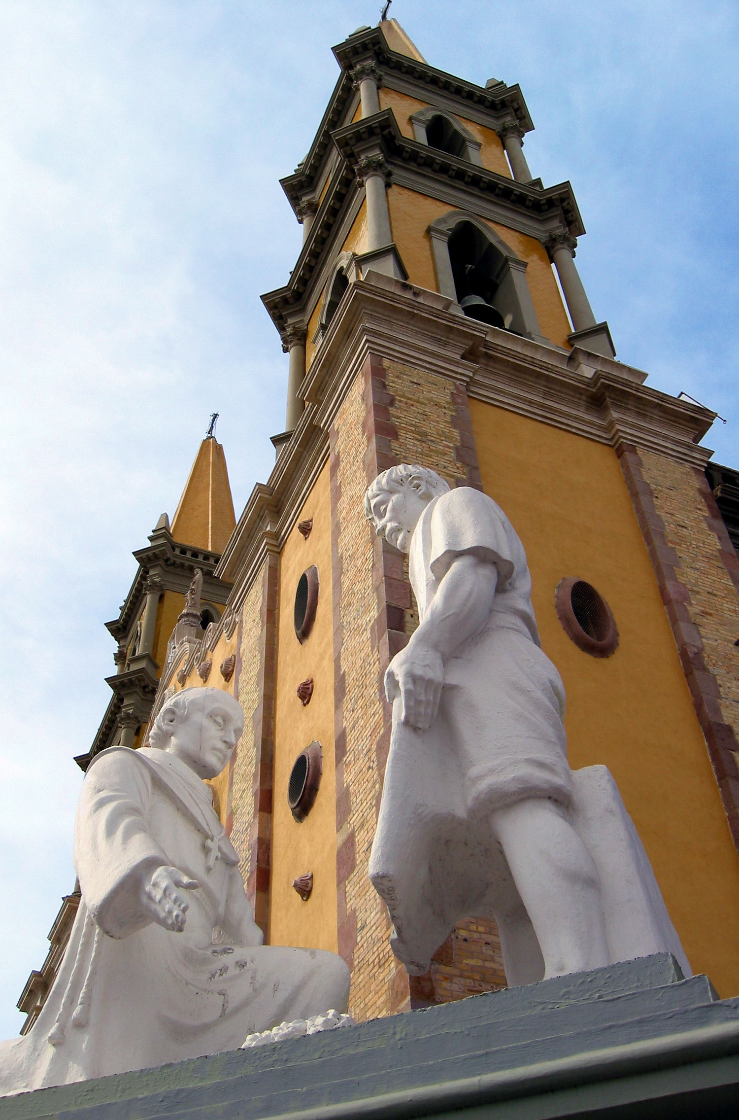 yellow-cathedral-in-old-mazatlan