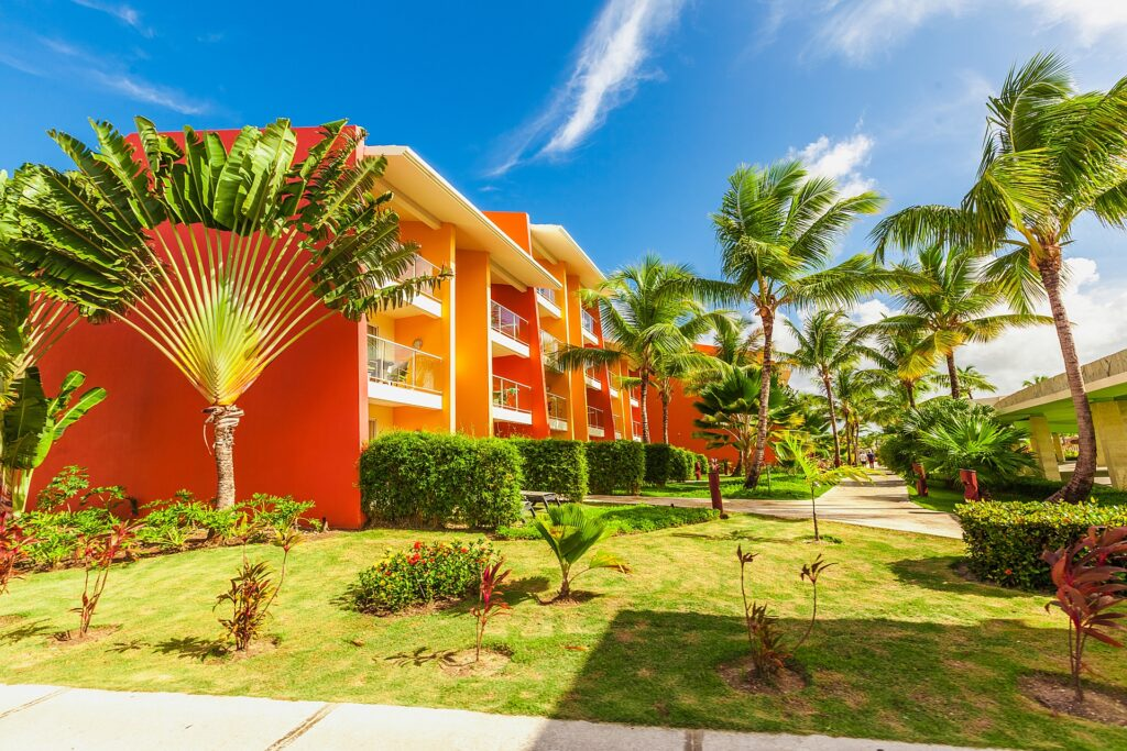 vacation condo in cancun with palm trees